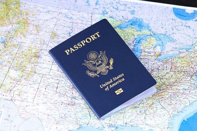האם קיים שוני בין חידוש דרכון אמריקאי להוצאה?